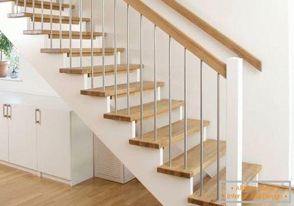 Hermosas Escaleras Al Segundo Piso En Una Casa Privada